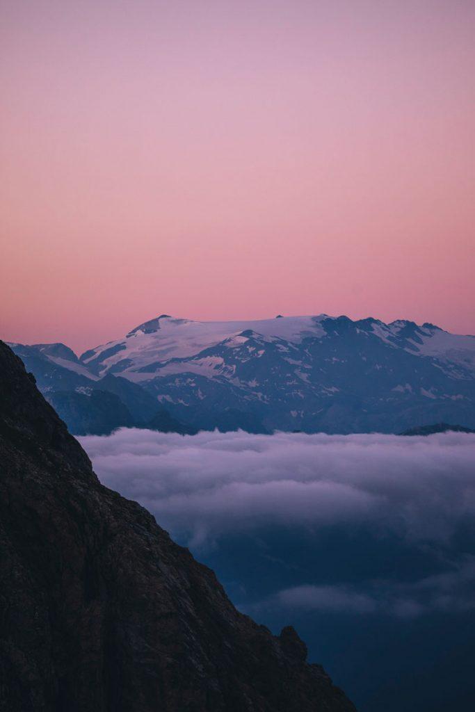 Les glaciers de la Vanoise depuis le massif du Beaufortain. crédit photo : Clara Ferrand - blog Wildroad