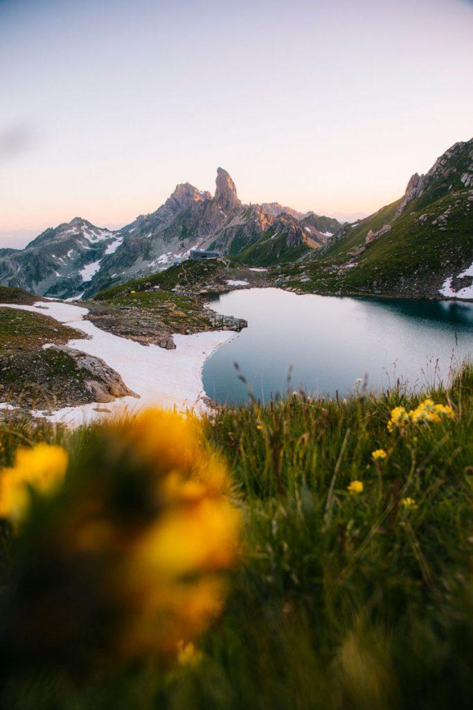 Le lac de Presset : la randonnée incontournable du massif du Beaufortain en Savoie. crédit photo : Clara Ferrand - blog Wildroad