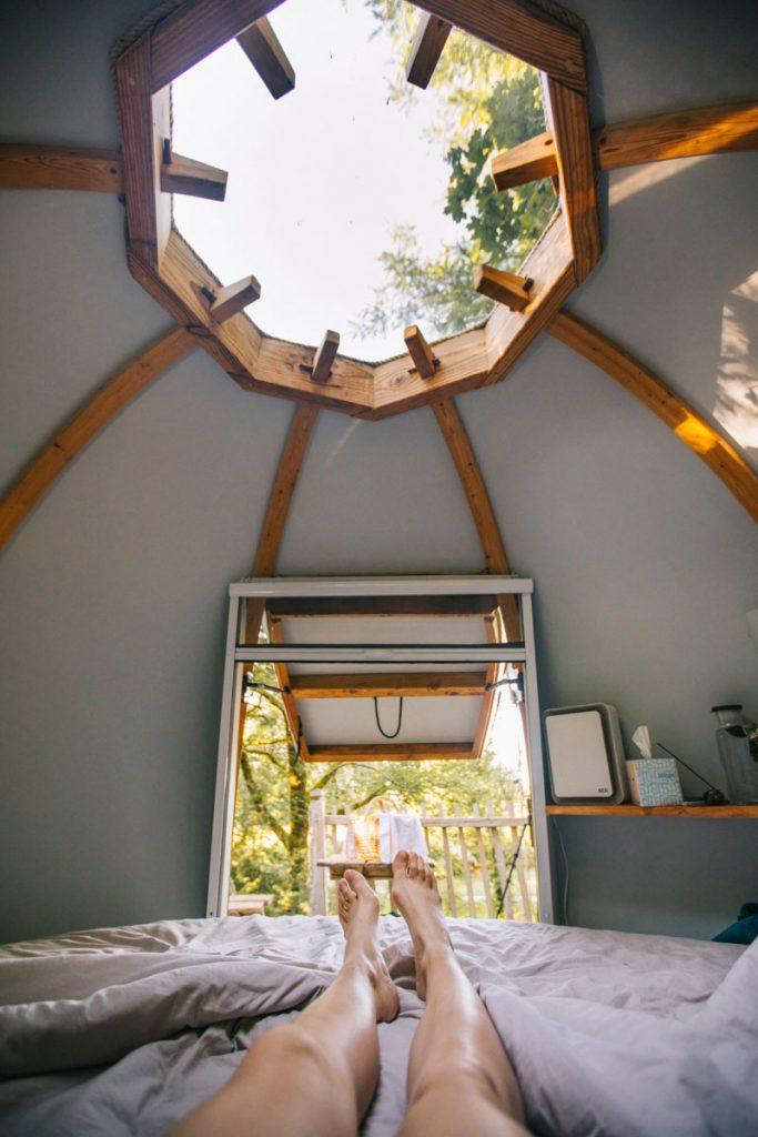 Dormir dans un cocon perché dans les arbres dans le Tarn et Garonne. crédit photo : Clara Ferrand - blog Wildroad