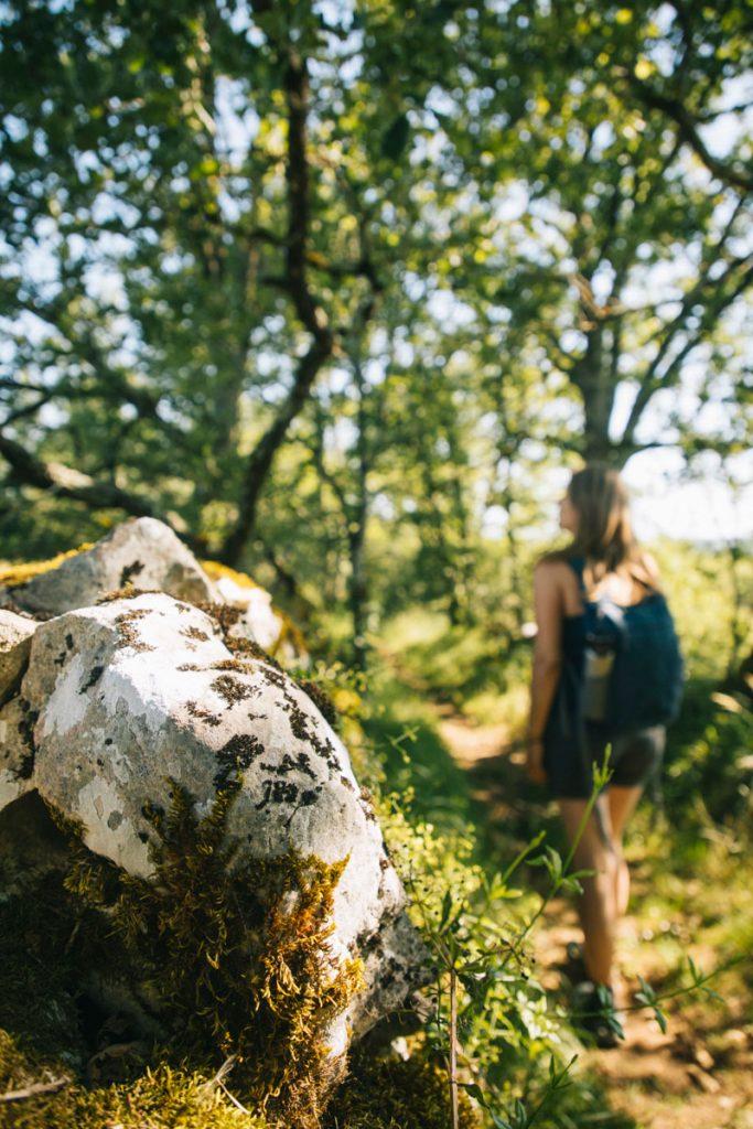 Idée de randonnée facile dans le Quercy : la tombe du géant. crédit photo: Clara Ferrand - blog Wildroad