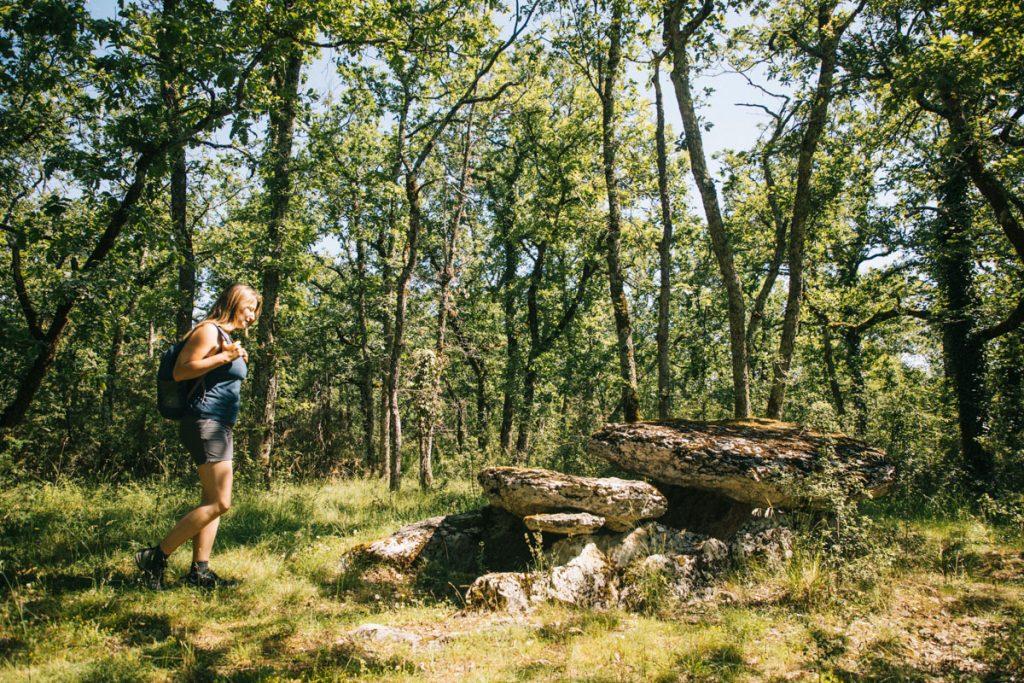 Le dolmen de la tombe du Géant dans le Quercy. crédit photo : Clara Ferrand - blog Wildroad