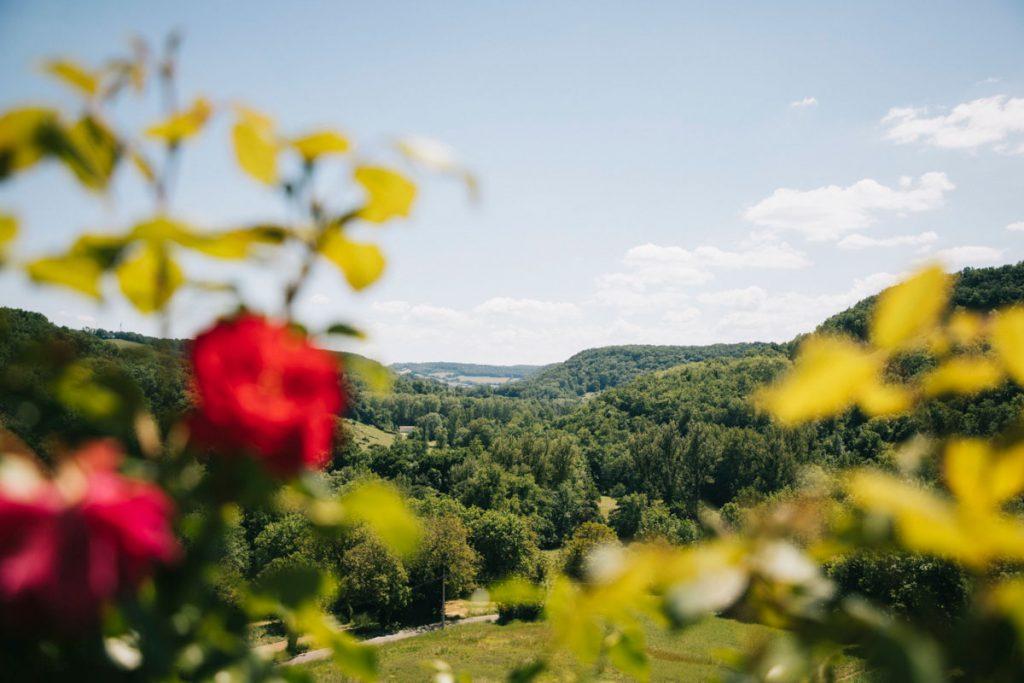 Panorama sur la vallée de la Bonnette depuis le sentier de randonnée. crédit photo : Clara Ferrand - blog Wildroad