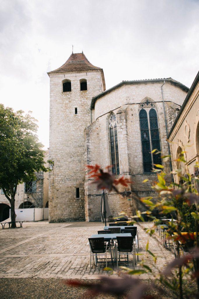 La place du village Lauzerte dans le Tarn et Garonne. crédit photo : Clara Ferrand - blog Wildroad