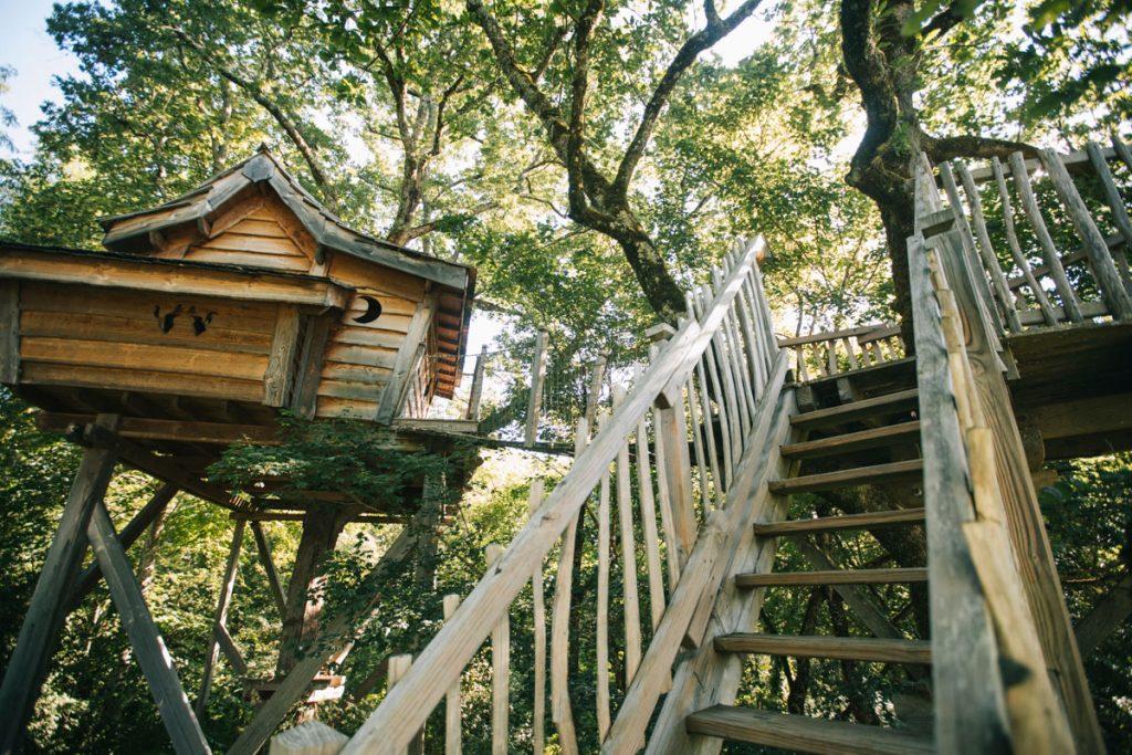 La cabane perché de la colline de Boutiès dans le Tarn et Garonne à la limite du Lot. crédit photo : Clara Ferrand - blog Wildroad