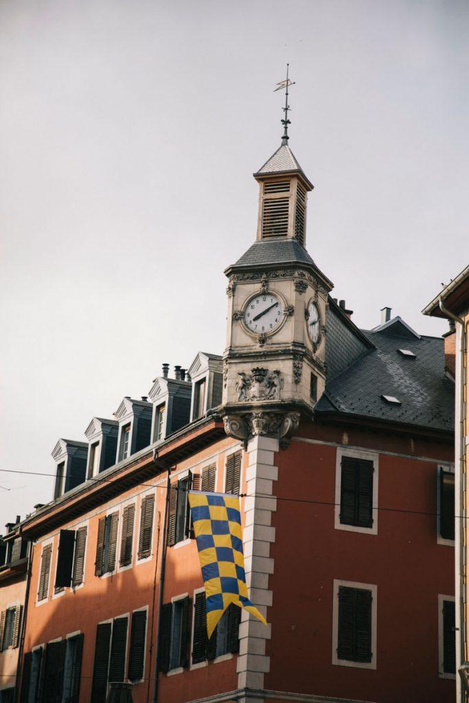 La otur de l'horloge, monument historique au centre-ville de chambery. crédit photo : Clara Ferrand - blog Wildroad