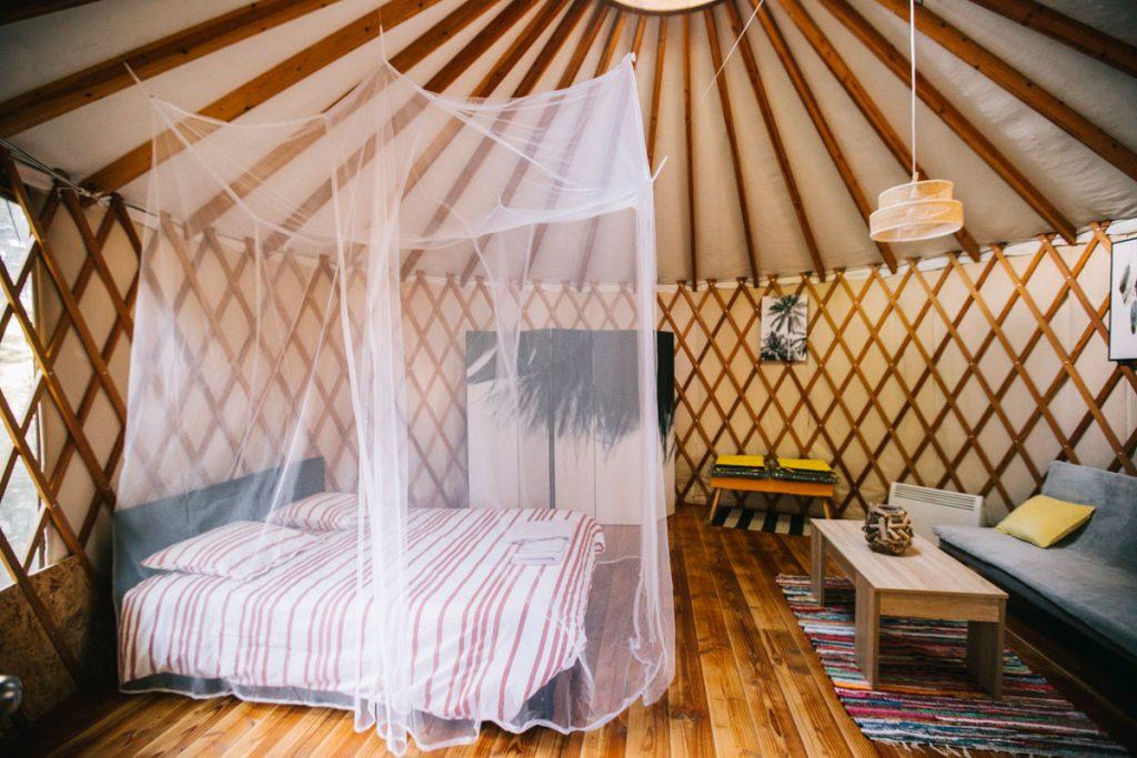 Dormir dans une yourte au camping du Beau Village a côté de Lauzerte. crédit photo : Clara Ferrand - blog Wildroad