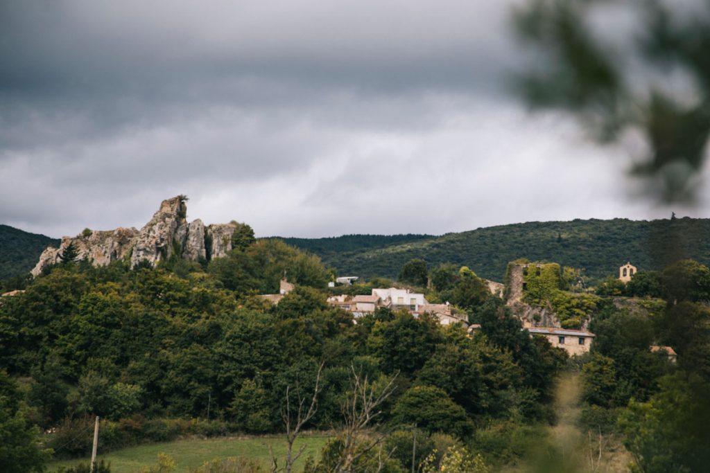 Camp-sur-l'agly village sur le sentier Cathare. crédit photo : Clara Ferrand - blog Wildroad