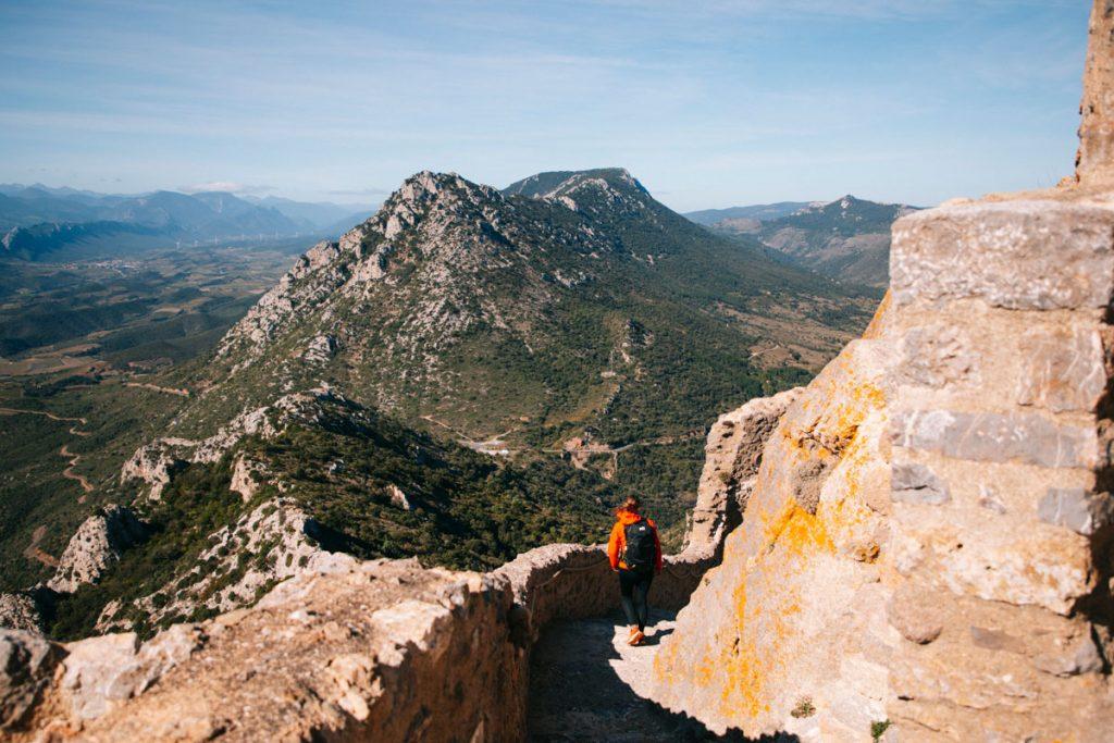 Visiter le chateau de Quéribus dans l'Aude. crédit photo : Clara Ferrand - blog Wildroad