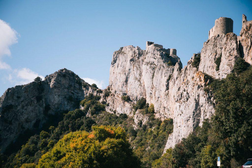 Le chateau de Peyrepertuse, une des citadelles du vertige de l'Aude. crédit photo : Clara Ferrand - blog Wildroad
