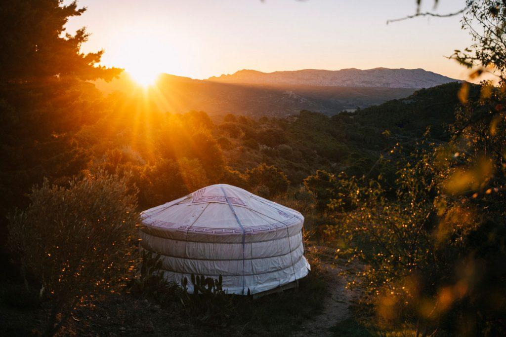 Dormir dans une yourte dans les hauteurs de Tuchan. crédit photo : Clara Ferrand - blog WIldroad