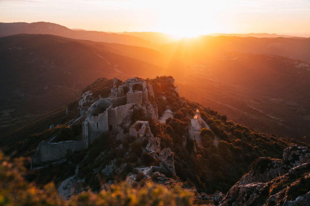 Les châteaux à voir absolument sur le sentier Cathare. crédit photo : Clara Ferrand - blog Wildroad