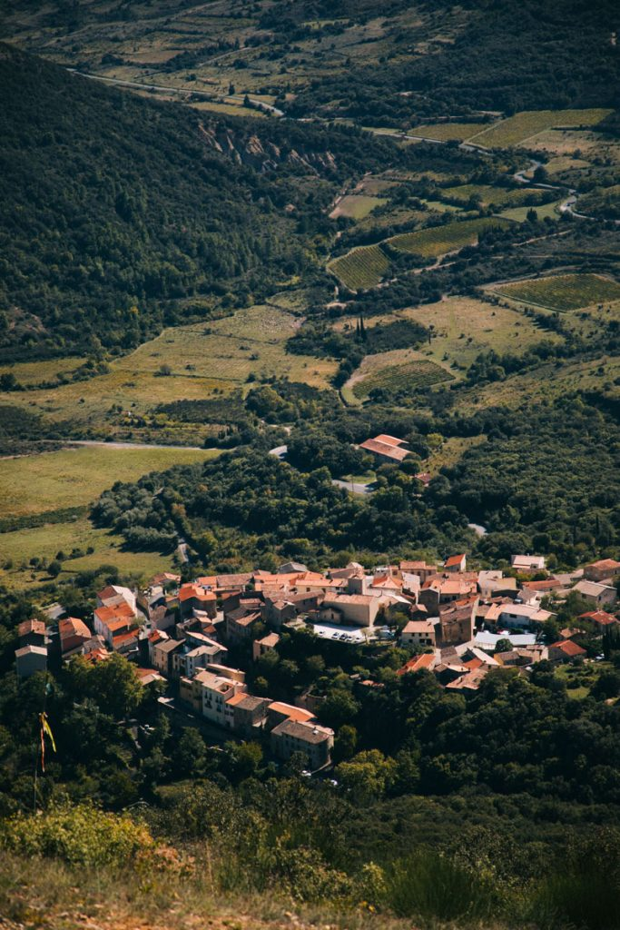 Point de vue sur Duilhac-sous-peyrepertuse. crédit photo : Clara Ferrand - blog Wildroad