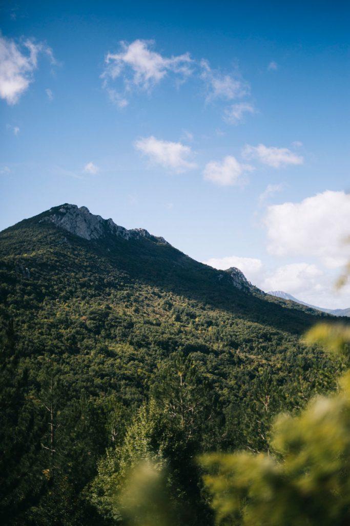 Randonnée dans les corbières dans l'Aude. crédit photo : Clara Ferrand - blog Wildroad