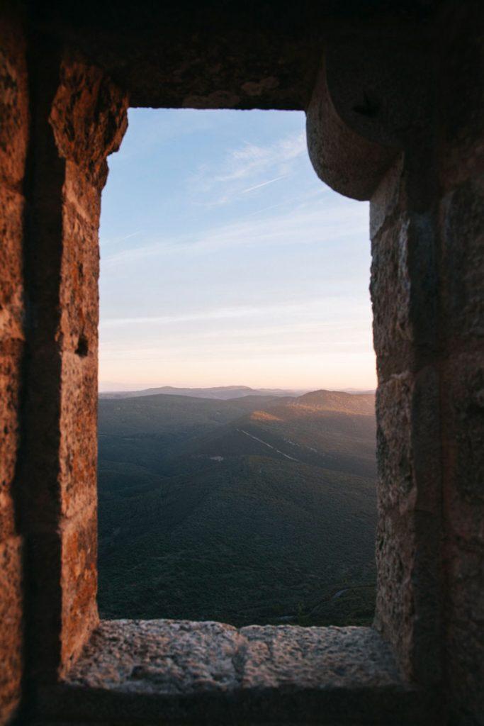 Visiter les châteaux du sentier Cathare dans l'Aude : une randonnée époustouflante. crédit photo : clara Ferrand - blog WIldroad