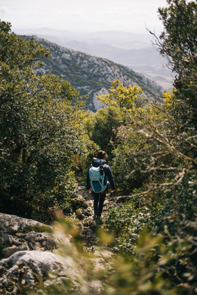 Le sentier Cathare : étape de Cubiere sur Cinoble à Duilhac sur Peyrepertuse. crédit photo : Clara Ferrand - blog Wildroad