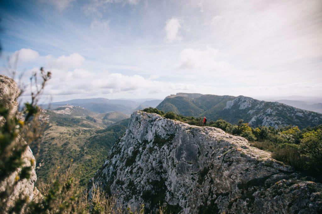 Quelle randonnée itinérante faire en occitane pour un séjour dépaysant : le sentier Cathare. crédit photo : Clara Ferrand - blog Wildroad