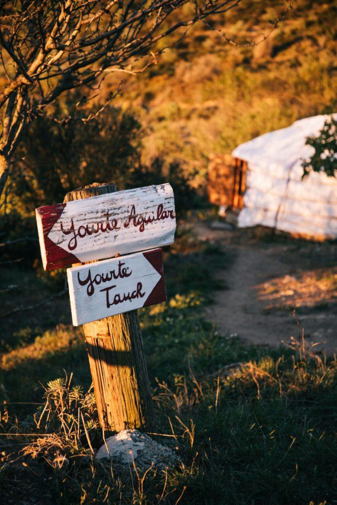 Yourte du gîte d'étape de Tuchan, une nuit insolite dans l'Aude. crédit photo : Clara Ferrand - blog Wildroad